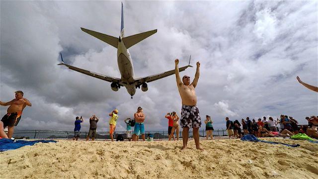 Super-Scary-Plane-Landings.jpg